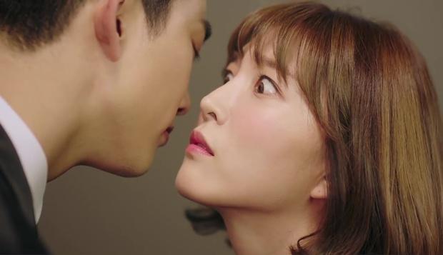 """""""7 First Kisses"""": Vừa bị tạt rong biển vào mặt, nữ chính đã được gặp ngay Lee Jong Suk - Ảnh 27."""