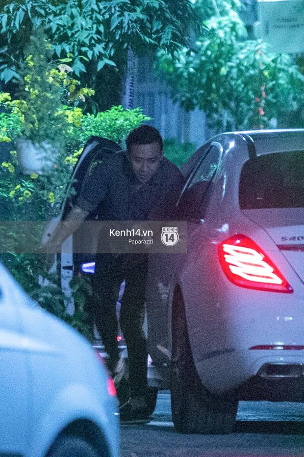 Hậu chia tay Tiến Đạt, Hari Won bị bắt gặp say đắm hôn Trấn Thành giữa đêm khuya - Ảnh 22.