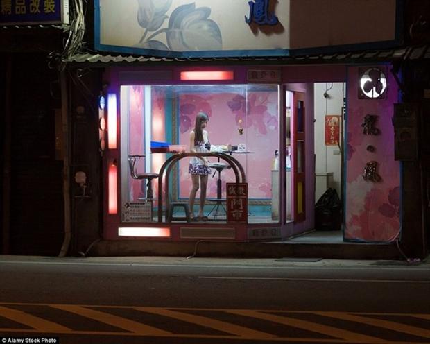 Cuộc sống ít người biết của những nàng Tây Thi bán trầu nóng bỏng trên đường phố Đài Loan - Ảnh 12.