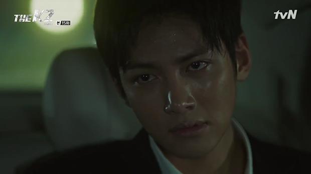 """""""K2"""": Ji Chang Wook bất lực nhìn Yoona bị kẻ thù bắt cóc - Ảnh 32."""