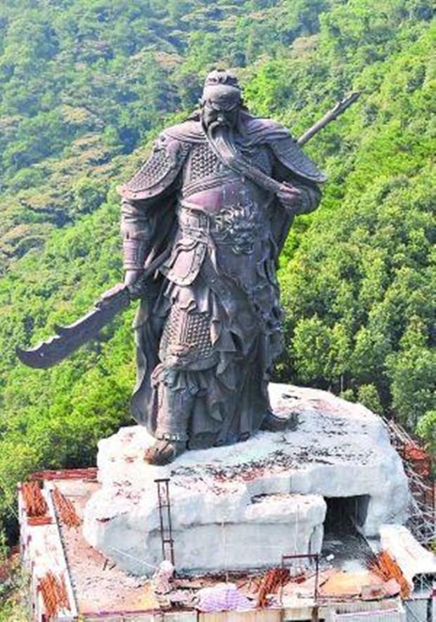 Những bức tượng khổng lồ sớm xây tối phá ở Trung Quốc - Ảnh 10.