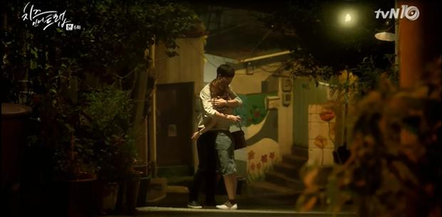 """""""Cheese In The Trap"""": Bấn loạn trước nụ hôn """"hụt"""" trên giường của Park Hae Jin - Ảnh 29."""