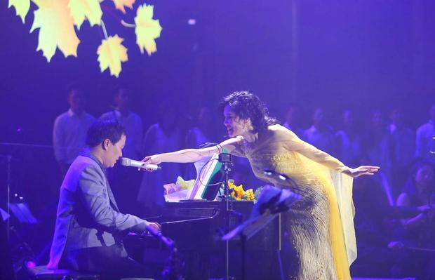 Khán giả xúc động khi trở lại thời Làn sóng xanh trong liveshow nhạc sĩ Việt Anh - Ảnh 5.