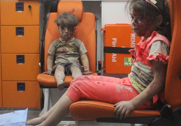 Em bé 5 tuổi bị không kích: Khi ánh mắt lạnh lẽo và dửng dưng trở thành biểu tượng chiến tranh - Ảnh 5.