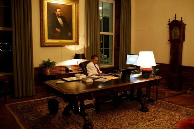 Obama trong bóng tối: Những giây phút cô đơn lúc nửa đêm ở Nhà trắng - Ảnh 1.