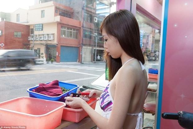 Cuộc sống ít người biết của những nàng Tây Thi bán trầu nóng bỏng trên đường phố Đài Loan - Ảnh 6.