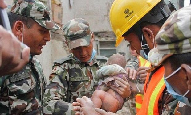 Cậu bé sống sót thần kỳ sau 22 tiếng mắc kẹt trong trận động đất gây chấn động thế giới giờ ra sao? - Ảnh 3.