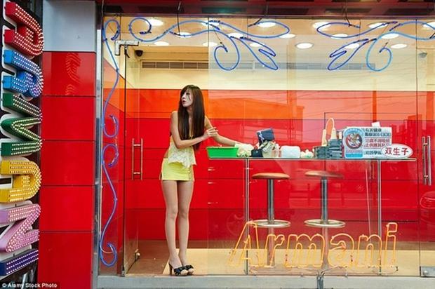 Cuộc sống ít người biết của những nàng Tây Thi bán trầu nóng bỏng trên đường phố Đài Loan - Ảnh 2.