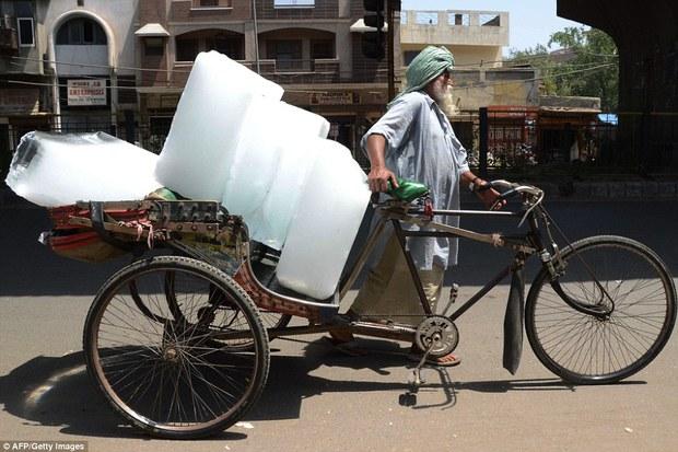 Nóng như hôm nay đã là gì, Ấn Độ còn đang nóng 51 độ C kìa - Ảnh 2.