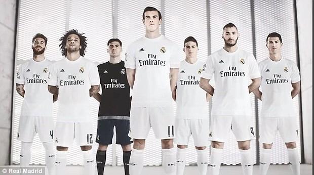 Chiếc kính không độ sành điệu báo hại Ronaldo - Ảnh 3.