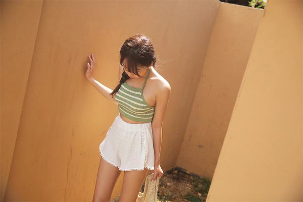 Nóng thế này, phải lôi ngay shorts vải ra diện theo 5 cách sau mới đủ đẹp và mát - Ảnh 6.