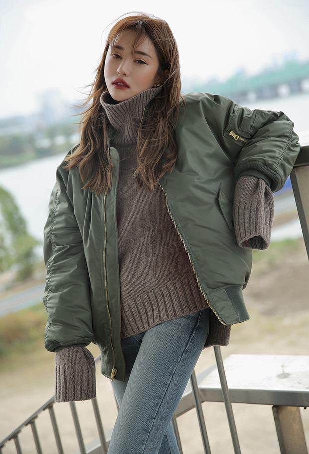 5 công thức giúp bạn nằm lòng cách mix bomber jacket dày cho ngày lạnh - Ảnh 7.