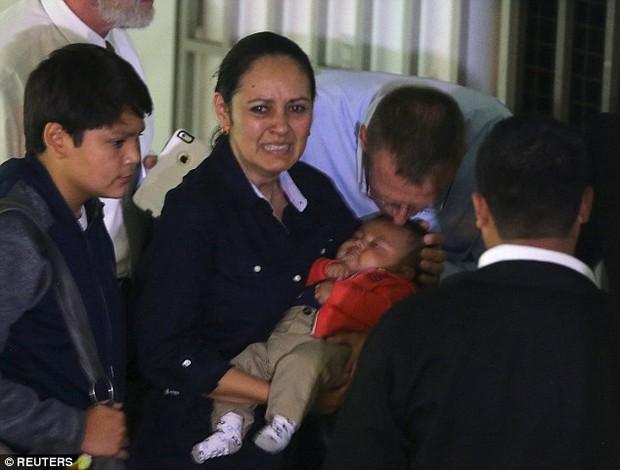 Nhận con sơ sinh từ tay y tá nhưng linh tính của người mẹ đã mách bảo về bi kịch bất ngờ - Ảnh 4.