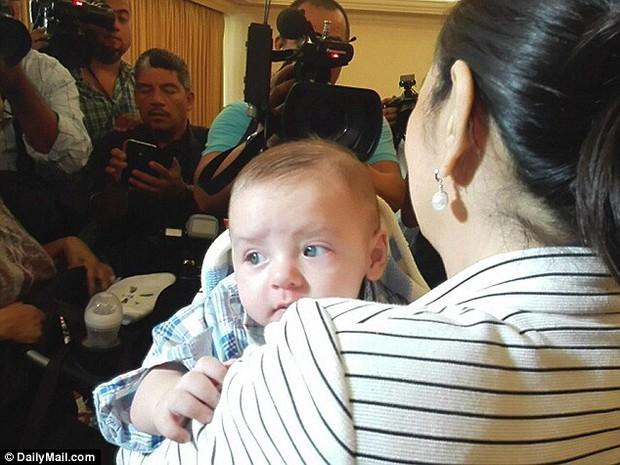 Nhận con sơ sinh từ tay y tá nhưng linh tính của người mẹ đã mách bảo về bi kịch bất ngờ - Ảnh 5.