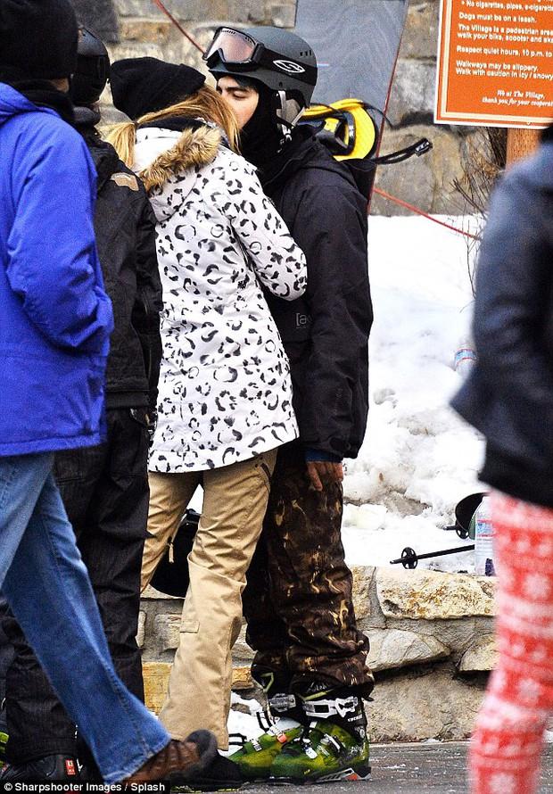 Nick Jonas làm phi công trẻ, Joe Jonas khóa môi chân dài Next Top Model - Ảnh 5.