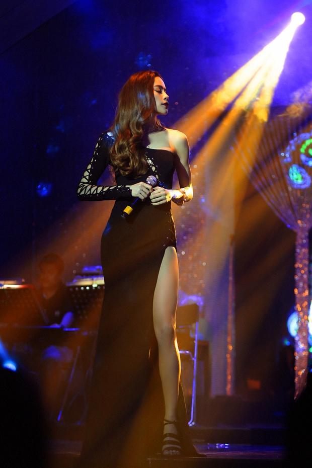 Clip: Hồ Ngọc Hà tự đệm đàn và thể hiện bản hit Anh Cứ Đi Đi của Hari Won - Ảnh 3.