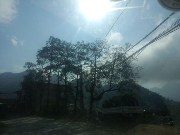 Hình ảnh Sa Pa nắng rực rỡ trái ngược với Hà Nội mưa rét - Ảnh 4.