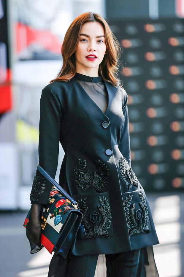 Hà Hồ diện cây đen đến ủng hộ Công Trí tại Tokyo Fashion Week - Ảnh 1.