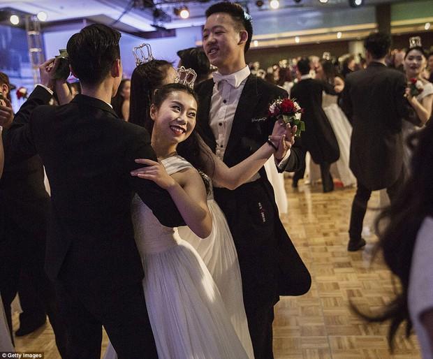 Buổi lễ mai mối tập thể hoành tráng của giới quý tộc Trung Quốc  - Ảnh 3.