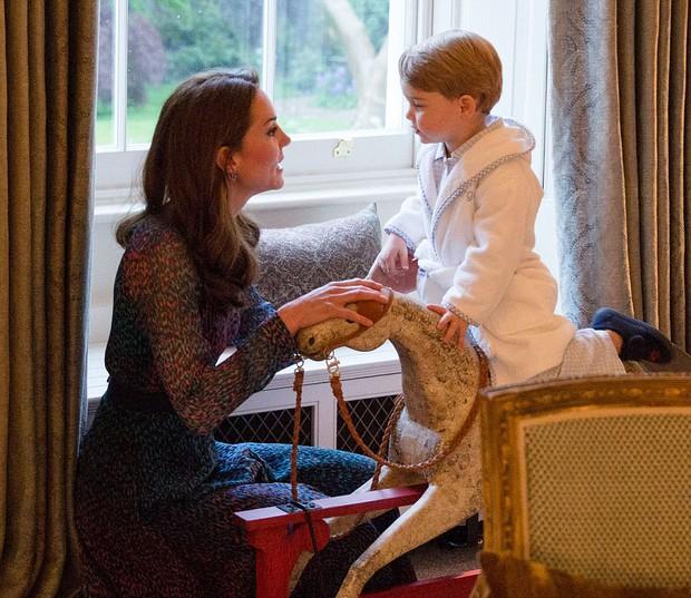 Bên trong căn phòng của vợ chồng Hoàng tử William tại Cung điện Kensington - Ảnh 3.