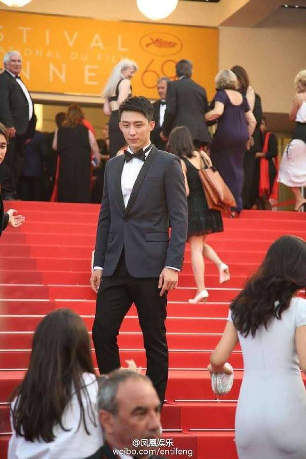 Thảm đỏ LHP Cannes ngày thứ 2: Hoàng Cảnh Du cuối cùng cũng xuất hiện rồi! - Ảnh 4.