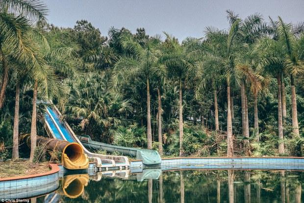 Thêm những hình ảnh rùng rợn của công viên nước bỏ hoang tại Việt Nam lên báo nước ngoài - Ảnh 3.