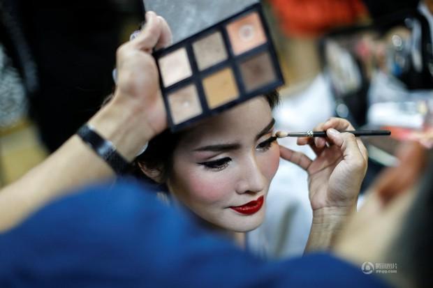 Chùm ảnh: Hậu trường cuộc thi Hoa hậu chuyển giới được quan tâm nhất Thái Lan - Ảnh 4.