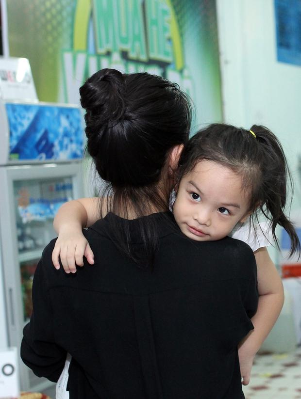Bạn gái xinh đẹp hộ tống Phan Mạnh Quỳnh đi diễn, Sơn Tùng M-TP diện cây trắng cực chất - Ảnh 29.