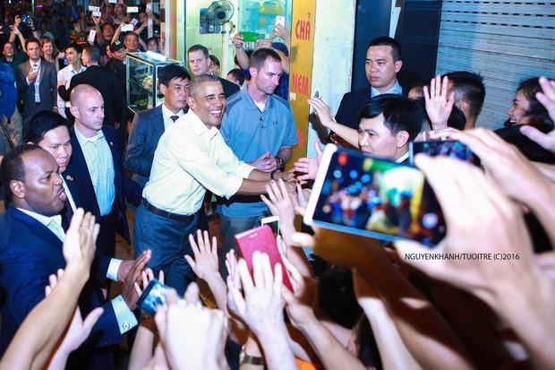 Những hình ảnh ấn tượng nhất của Tổng thống Obama trong 3 ngày ở Việt Nam - Ảnh 4.