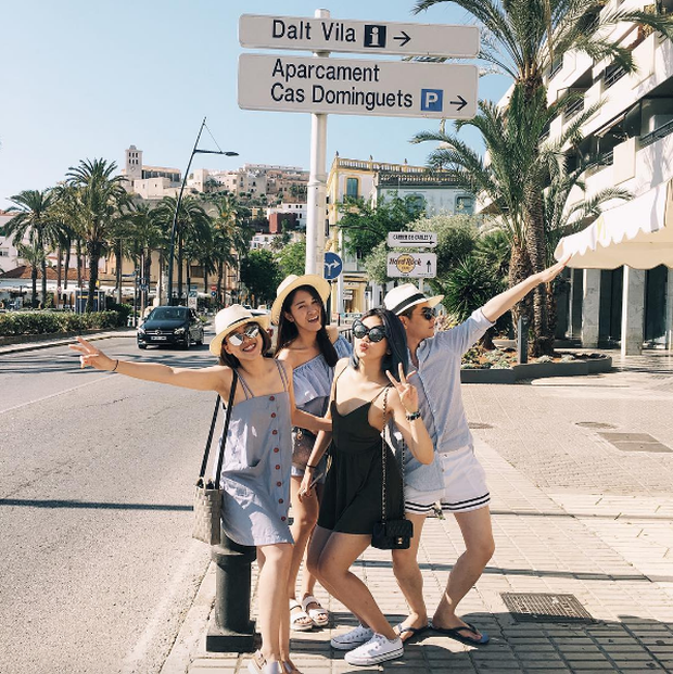 Xu hướng mới của bạn trẻ Việt Nam: Đi du lịch nhóm, mặc đồ cùng tông rồi diễn như tạp chí! - Ảnh 3.