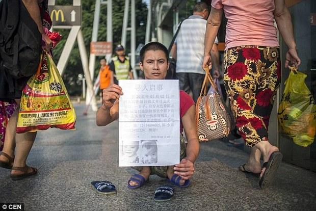 Nghẹn lòng câu chuyện người cha tật nguyền, lang thang khắp Trung Quốc tìm con trai bị bắt cóc - Ảnh 3.