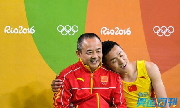 Những khoảnh khắc ngọt ngào và xúc động trên sàn đấu Olympic - Ảnh 3.
