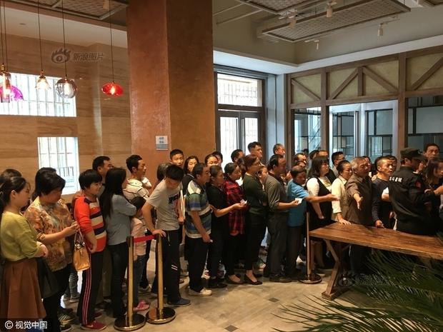 Phát hoảng với cảnh tượng người dân Trung Quốc chen lấn đi ăn buffet miễn phí - Ảnh 3.
