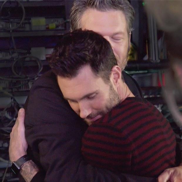 Blake hôn ngấu nghiến Adam, Miley Cyrus sẽ rời The Voice Mỹ mùa tới - Ảnh 2.
