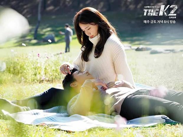 """""""K2"""": Ji Chang Wook bất lực nhìn Yoona bị kẻ thù bắt cóc - Ảnh 3."""
