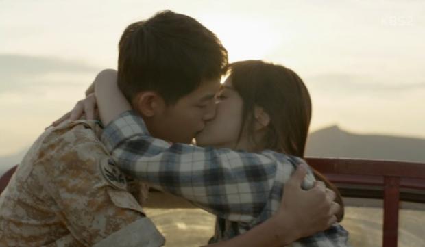 Đêm Giáng Sinh, cùng ngắm 10 nụ hôn của màn ảnh Hàn năm 2016 từng khiến bạn rung rinh - Ảnh 5.