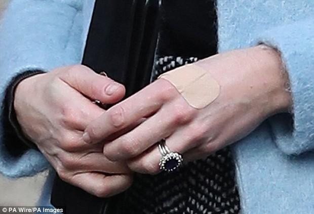 Có một điểm đặc biệt trên đôi tay Công nương Kate mà không phải ai cũng nhận ra - Ảnh 1.