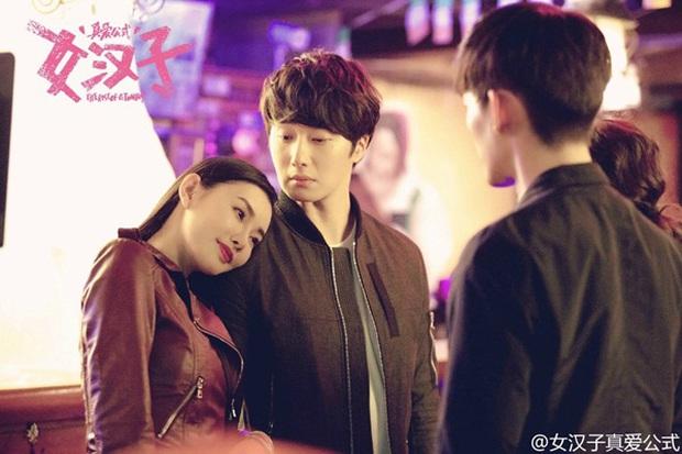 Triệu Lệ Dĩnh cưỡng hôn Trương Hàn trong khi Hoắc Kiến Hoa bê bết máu - Ảnh 4.