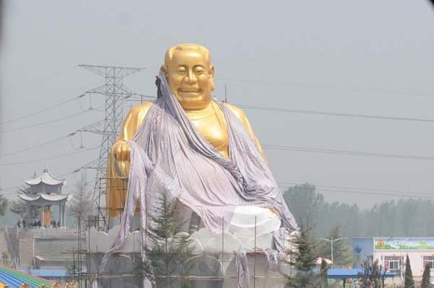 Những bức tượng khổng lồ sớm xây tối phá ở Trung Quốc - Ảnh 11.