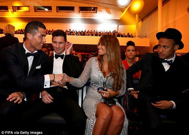 Cư dân mạng dậy sóng vì Ronaldo xếp trên Neymar - Ảnh 2.