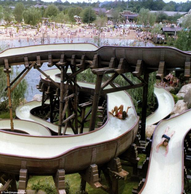 Hình ảnh ghê rợn bên trong công viên nước bỏ hoang 15 năm của Disney - Ảnh 27.