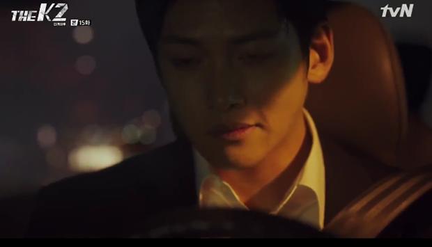"""""""K2"""": Ji Chang Wook bất lực nhìn Yoona bị kẻ thù bắt cóc - Ảnh 37."""