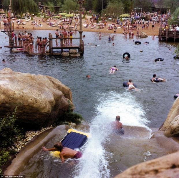 Hình ảnh ghê rợn bên trong công viên nước bỏ hoang 15 năm của Disney - Ảnh 28.
