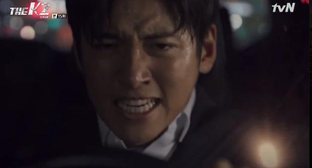 """""""K2"""": Ji Chang Wook bất lực nhìn Yoona bị kẻ thù bắt cóc - Ảnh 38."""