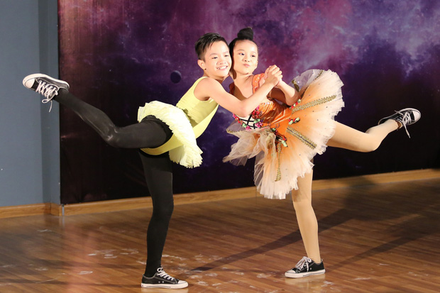 Clip: Quang Đăng múa cột trong sự reo hò cổ vũ của đồng nghiệp - Ảnh 19.