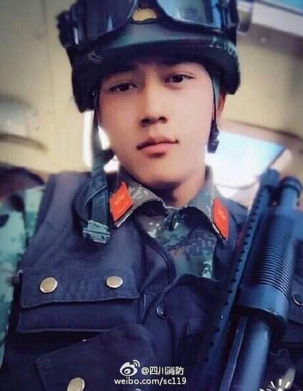 Soái ca quân nhân phiên bản Trung Quốc được khen đẹp trai hơn cả Song Joong Ki - Ảnh 6.