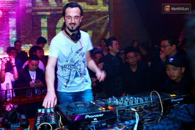 Khán giả Hà Nội hoài niệm trong đêm nhạc Deep House bay bổng cùng DJ Ahmet Kilic - Ảnh 13.