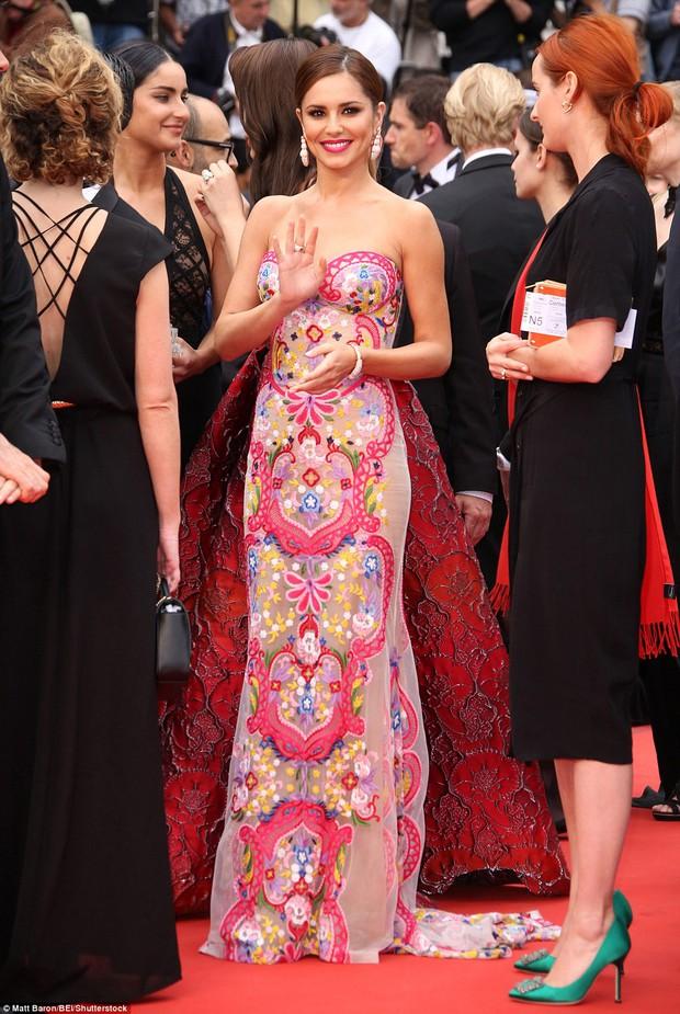 Hoa hậu đẹp nhất mọi thời đại giờ lại béo thế này trên thảm đỏ LHP Cannes - Ảnh 6.