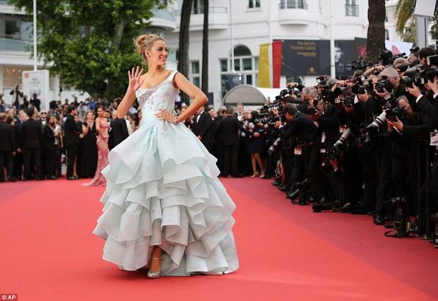 Hoa hậu đẹp nhất mọi thời đại giờ lại béo thế này trên thảm đỏ LHP Cannes - Ảnh 12.