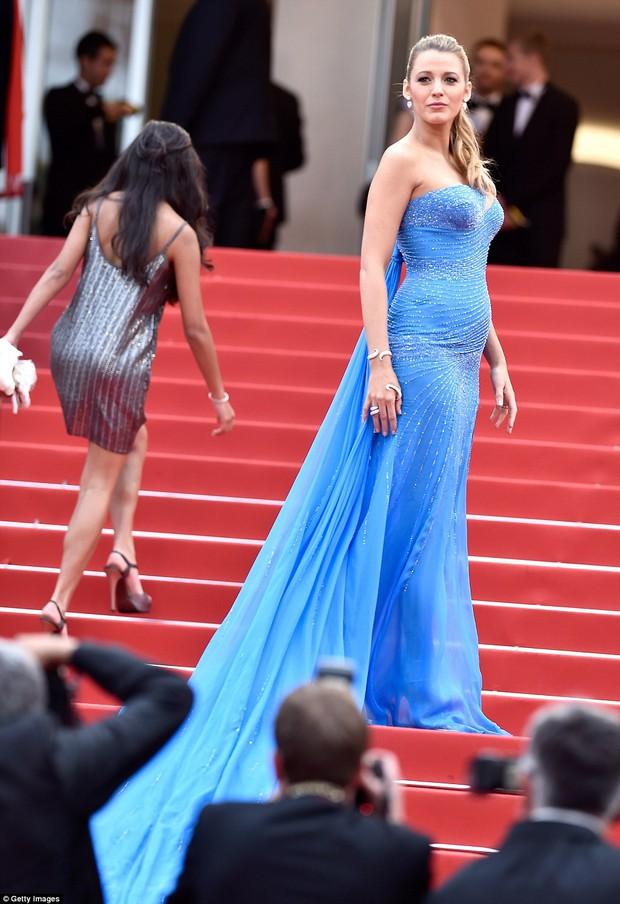 Sao Điều tuyệt vời nhất của chúng ta xuất hiện cùng bạn gái tin đồn ở Cannes - Ảnh 6.